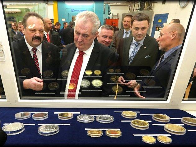 Prezident Miloš Zeman navštívil Českou mincovnu v Jablonci nad Nisou.