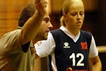 MÁTE NA TO! Liberecký trenér Leoš Chalupa burcuje proti Slavii hráčky Technické univerzity.