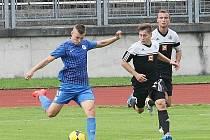 NOVÁ AKVIZICE SLOVANU. V nápřahu je Erik Micovčák, který přišel do dorostu z Košic. A proti Budějovicím, stejně jako minule v Plzni vstřelil gól.