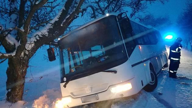 Zapadlý autobus.