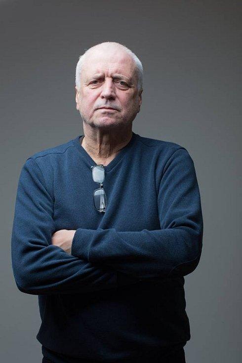 Jan Šebelka, spisovatel a novinář, jeho postřehy v 90 letech nejednomu politikovi opotily záda...