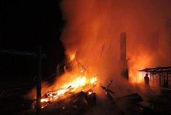 Požár stánku s občerstvením u Máchova jezera.