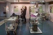 Vernisáž výstavy 100 let v bílém plášti proběhla 5. listopadu na Krajském úřadě Libereckého kraje