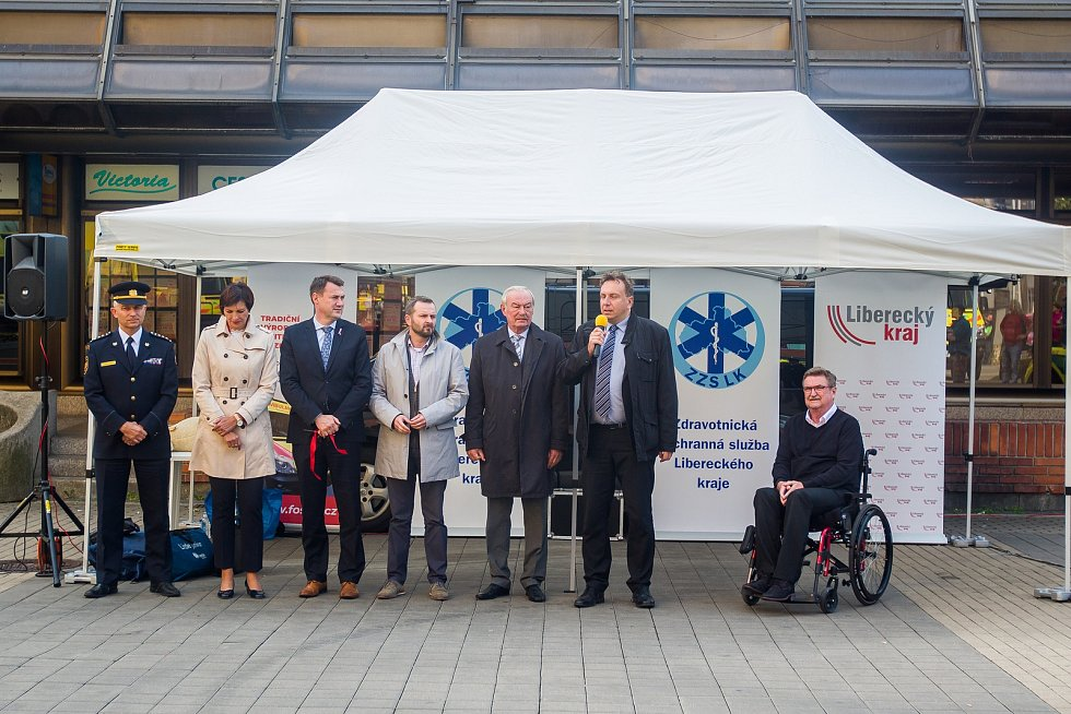 Slavnostní předání nových vozů pro Zdravotnickou záchrannou službu Libereckého kraje.
