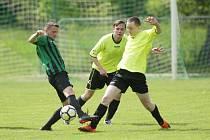 PŘÍPRAVA. V přípravném fotbale Ruprechtice (ve žlutém) porazily domácí Žibřidice 5:4.