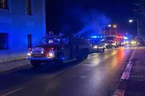 Na evakuaci se podíleli i hasiči z Hrádku.