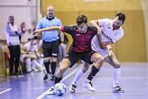 KONEČNÁ. Futsalisté Liberce (v tmavém) podlehli Chrudimi celkově 0:3 na zápasy a se sezonou se loučí už ve čtvrtfinále.