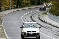 Po téměř čtyřměsíční uzavírce už mohou řidiči jezdit přes most na Letné.