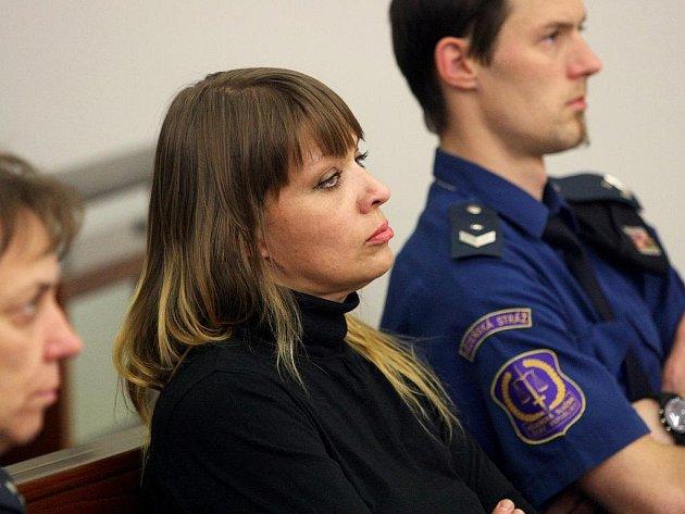 Ve vězení by Serafyma Orlová měla strávit dva a půl roku za podávání drog třem dívkám. Ponechala si lhůtu na odvolání. Ostatní vyvázli bez trestu, obchodování s lidmi se podle soudce nepotvrdilo.