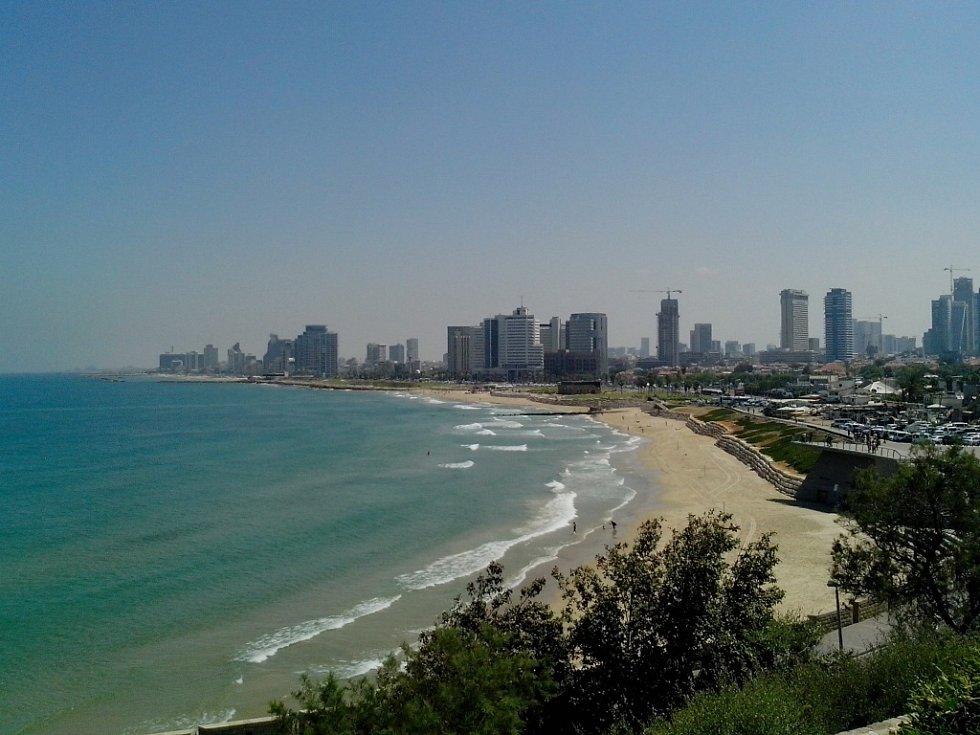 TEL AVIV-JAFFA je kosmopolitní město s 380 tisící rezidenty. Tel Aviv je známý pro své dlouhé bílé pláže, výborné restaurace a Bauhaus architekturu.