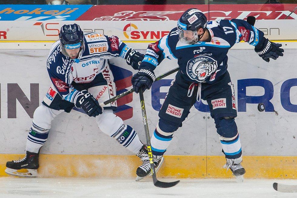 Utkání 39. kola Tipsport extraligy ledního hokeje se odehrálo 12. ledna v liberecké Home Credit areně. Utkaly se celky Bílí Tygři Liberec a HC Vítkovice Ridera. Na snímku vpravo Lukáš Derner.