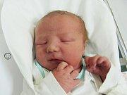 MATĚJ SCHOVÁNEK  Narodil se 4. ledna v liberecké porodnici mamince Ivetě Schovánkové z Liberce.  Vážil 3,88 kg a měřil 50 cm.