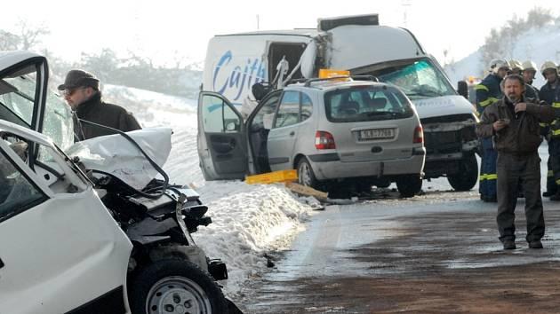 Hromadná dopravní nehoda u Hodkovic nad Mohelkou.