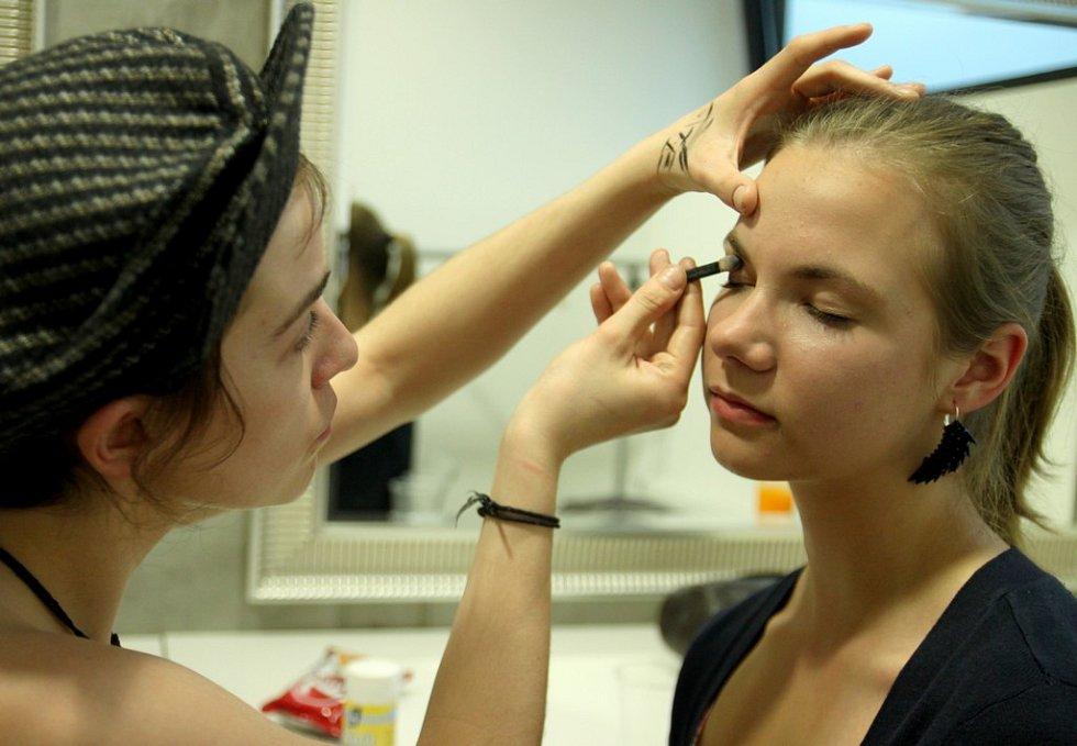 Přípravy na Fashion Show na DrinkARTu ve vratislavických Desítkách