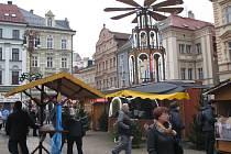Trhy na náměstí před radnicí jsou tak trochu jiné než obvykle.