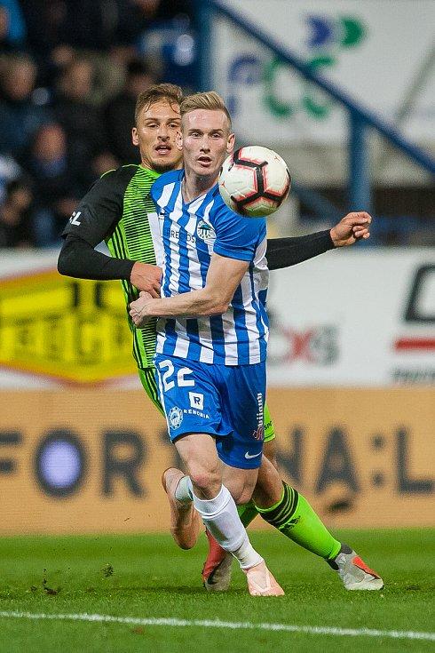 Zápas 14. kola první fotbalové ligy mezi týmy FC Slovan Liberec a FK Mladá Boleslav se odehrál 5. listopadu na stadionu U Nisy v Liberci. Na snímku v modrém je Petr Ševčík.