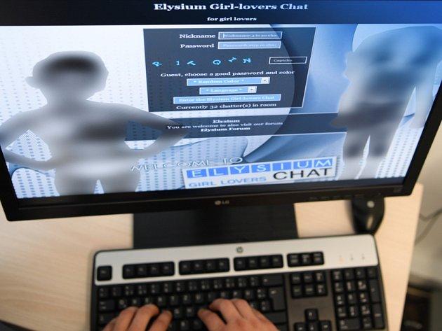 Liberecký kriminalistům se podařilo odkrýt síť šiřitelů dětské pornografie.