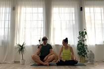Magdalena Klížová a Adam Knop ze studia Yogaholick.