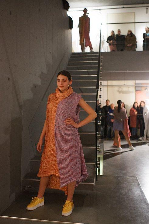 Módní přehlídka studentů v Galerii N v Jablonci nad Nisou.