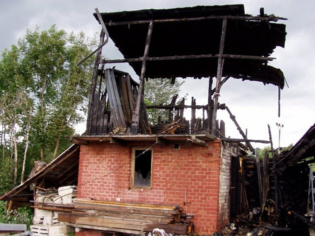 Požár kůlny v Roztokách u Jilemnice.