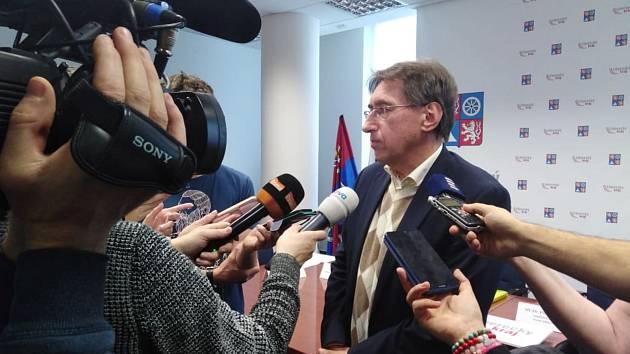 Ředitel Krajské hygienické stanice Liberekcého kraje Vladimír Valenta informuje novináře o aktuální situaci ohledně koronaviru.