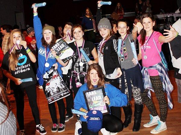 VICEMISTŘI A-STYLU. Druhé místo juniorů ve street dance, skupina Refresh.