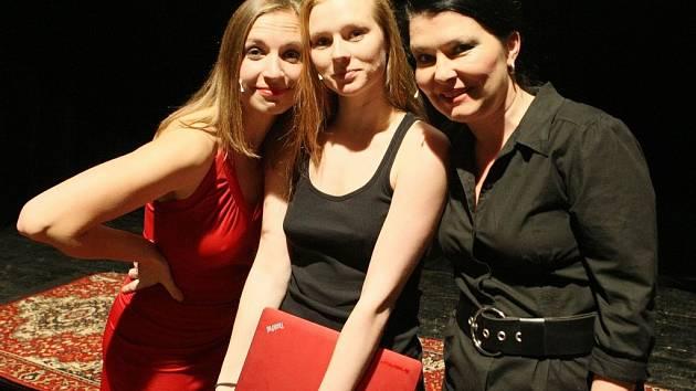 ŽÁRLIVOST.  V tragikomedii hrají Kateřina Vydrová, Eliška Hamplová a Jana Hejret Vojtková.