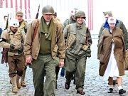 Centrum Liberce změnili o víkendu filmaři na dvě okupační zóny, americkou a sovětskou. Natáčeli tady film Tři sezony v pekle.