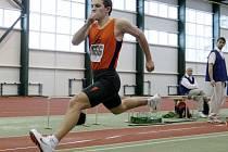 KRAJSKÝ PŘEBORNÍK. Marek Povýšil z AC Slovan Liberec vyhrál trojskok i běh na 60 metrů.