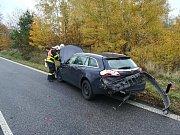 Zásah hasičů a záchranné služby si vyžádala srážka dvou aut na Frýdlantsku.