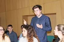 Studentská Agara. Studenti si zkoušeli argumentaci.