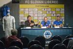 Tisková konference FC Slovan Liberec. Zleva sportovní ředitel Zdeněk Koukal, trenér Pavel Hoftych a kapitán Radim Breite.