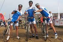 Vít Šťastný jako součást libereckého týmu 2222 kilometrů v Handy cyklomaratonu.