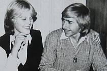 Momentka roku 1981, rok před nezdařeným útěkem Jiřího H. Kubíka na západ. Na fotografii s přítelkyní Pavlínou Mitrikovou.