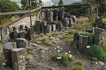 ČEDIČ V PARTII ALPINA je taktéž k vidění v nové geologické expozici Botanické zahrady.