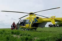 Paraglidista se zřítil do lesa, na místo vzlétl vrtulník záchranářů