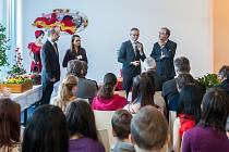 Pedro Calvo-Sotelo Ibánez-Martín (na snímku vpravo), velvyslanec Španělska v České republice, navštívil 22. února v rámci Dne španělské kuchyně v českých školních jídelnách Střední odbornou školu Liberec.