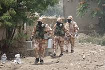Mise KAIA 2007. Družstvo odběru vzorků při nasazení v misi ISAF KAIA v Afghánistánu (2007).