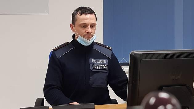 Vedoucí oddělení pobytové kontroly, pátrání a eskort Jaromír Habr letos u policie oslaví čtvrtstoletí.