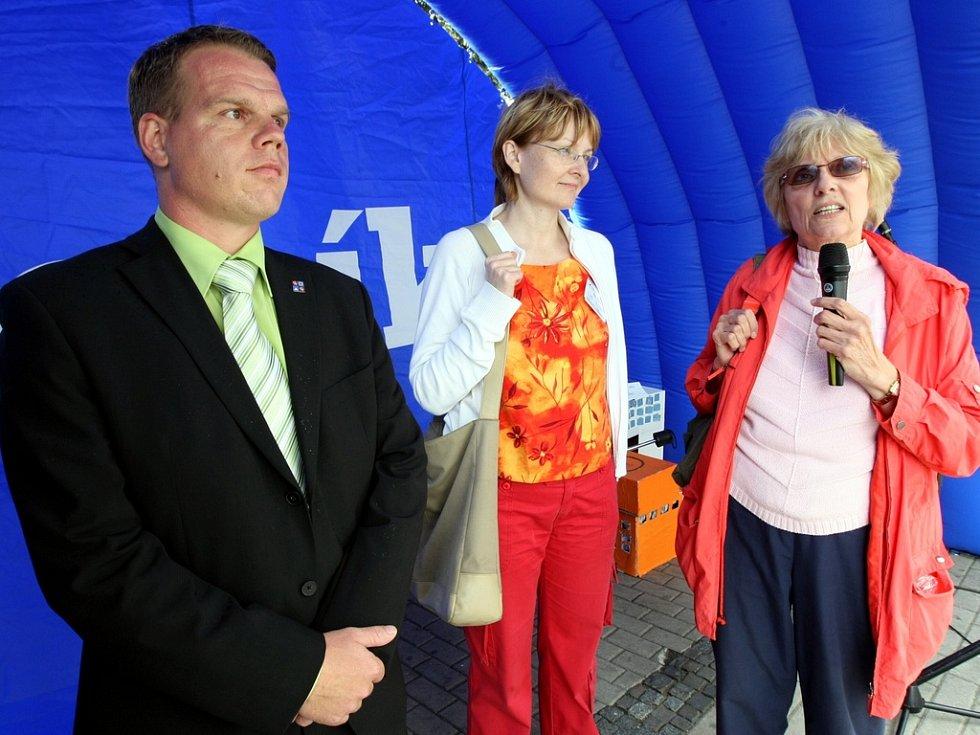 O vzniku hospice v kraji diskutovali na Dni s Deníkem (zleva) krajský radní Pavel Petráček, za Hospic pro Liberec Halina Doležalová a bývala ředitelka liberecké knihovny Věra Vohlídalová.