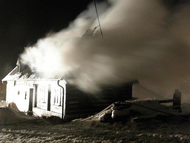 POZOR NA KOMÍNY. Lidé v zimě kvůli nízkým teplotám více topí a komíny rozpalují do červena. To bývá podle tiskové mluvčí Ivy Michalíčkové častou příčinnou požárů.