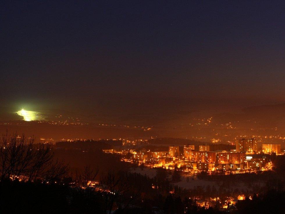 Pohled na Liberec v noci.
