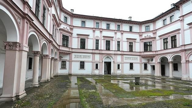 RADNICE čeká na podmínky dotací, zatím je Liebigův palác prázdný.