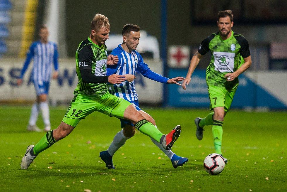Zápas 14. kola první fotbalové ligy mezi týmy FC Slovan Liberec a FK Mladá Boleslav se odehrál 5. listopadu na stadionu U Nisy v Liberci. Na snímku zleva je Michal Hubínek a Jakub Pešek.