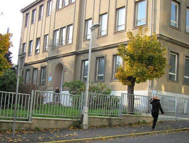 Část ZŠ Švermova město prodalo soukromé škole, co zde sídlí.