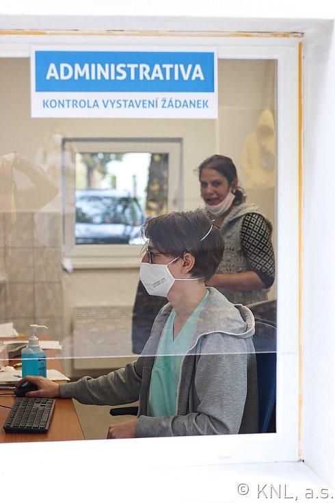 Krajská nemocnice v Liberci otevřela upravené odběrové místo na covid-19.