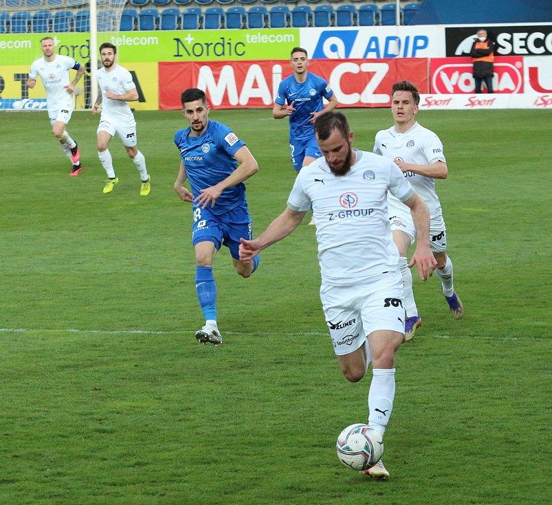 Fotbalisté Slovácka (v bílých dresech) se ve 26. kole FORTUNA:LIGY utkali s Libercem.