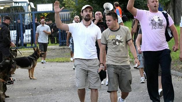 Fotbaloví fanoušci Dinama Bukurešť.
