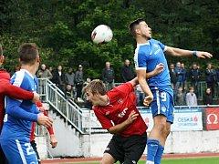 Fotbalisté Hodonína (v červeném) ve 3. kole  MOL Cupu prohráli doma s Libercem 0:4 po prodloužení. Zápas sledovalo 900 diváků.