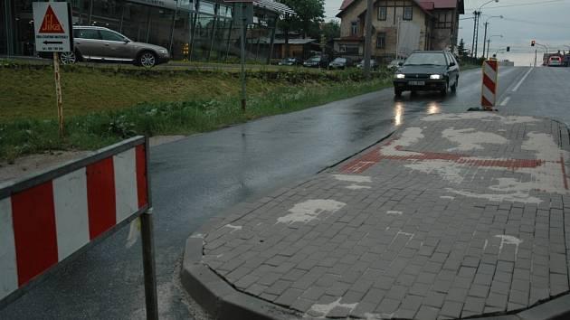Ostrůvek na Tanvaldské ulici.